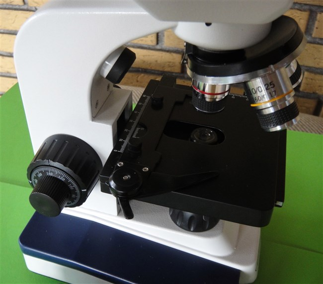2 microscopes in one (duo-scope)